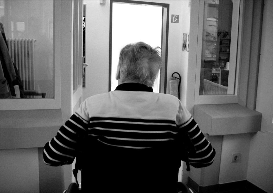 U.S. surgeons generals declare dementia a huge public health crisis